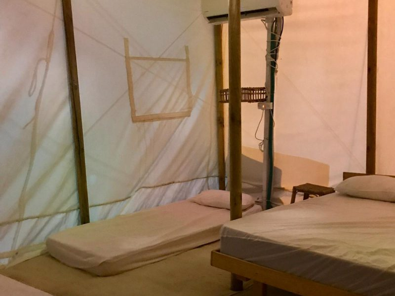 קמפינג אי שם - אוהל פנים